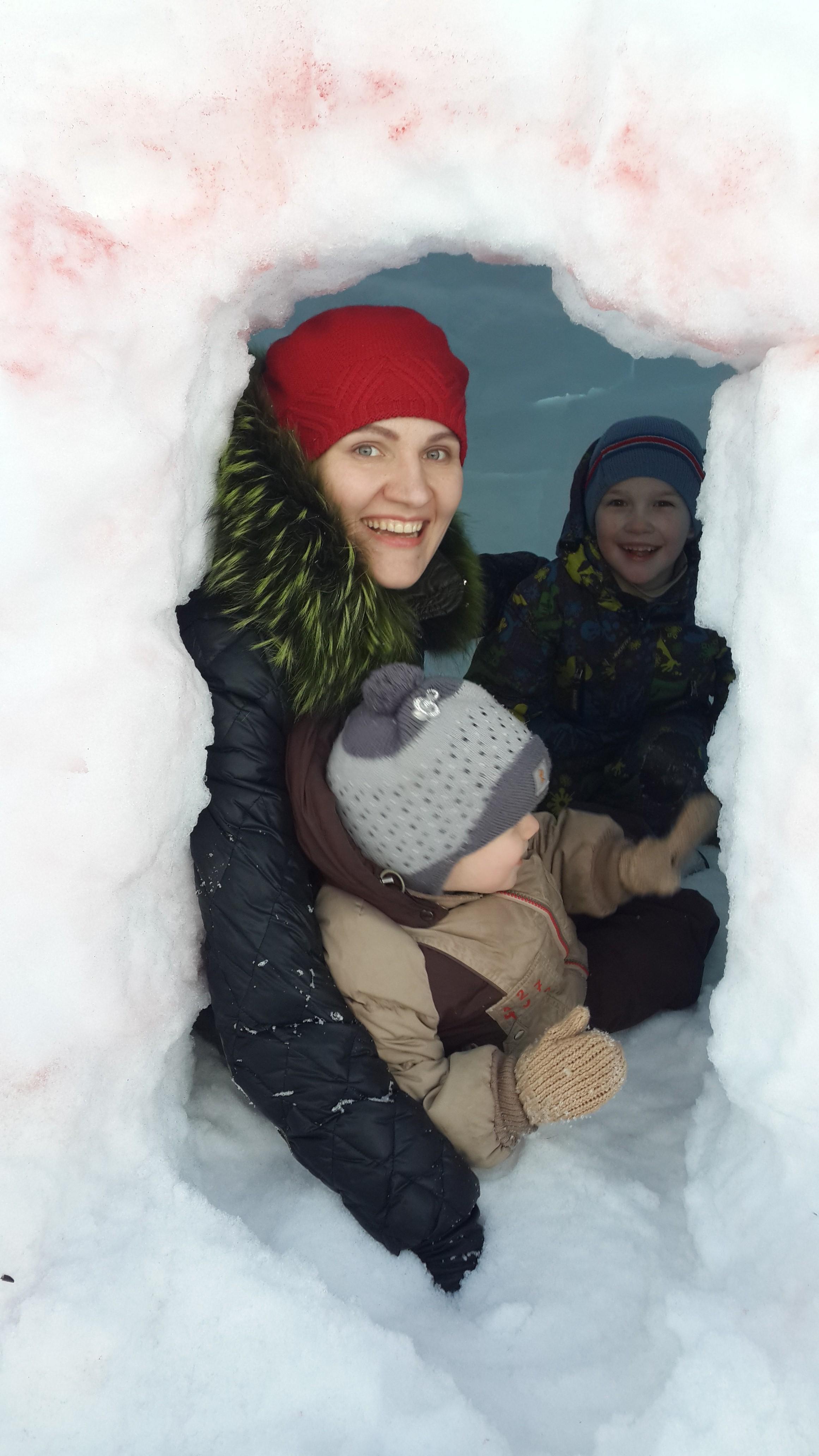 Мы в снежном домике ). Зимние забавы