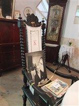 Стул-трон хозяина в столовой