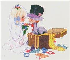 Жених и невеста с сундуком