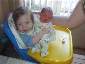 Встреча братика с сестричкой
