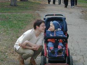 Масик с мамой на прогулке