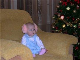 Кукла под елкой