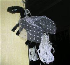 Черная лошадка