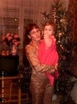 С мамой под ёлкой!