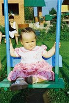 На детской площадке на даче