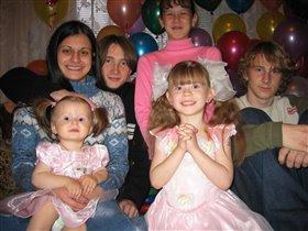 Принцесса Анжелика(в центре)5 лет