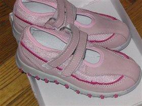 Розовый туфельки Зебра на 26 размер.