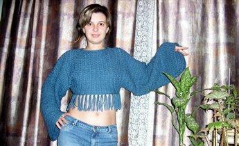 Пуловер короткий с бахромой