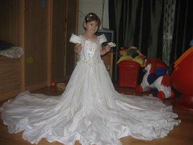 Ну и что, что маленькая, зато платье какое………
