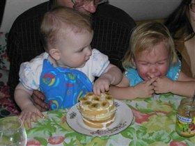 Ксюха, делись тортом!