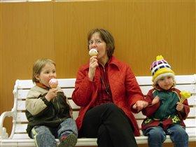 Мороженое - это святое:-)