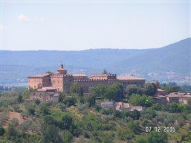 Замок возле Сиенны