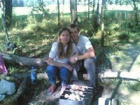 я, муж и наш малыш (7-й месяц) на природе