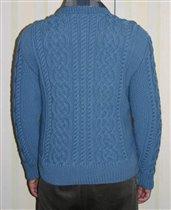 Мужской свитер аранами, вид сзади