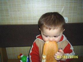 хоть хлебца пожевать