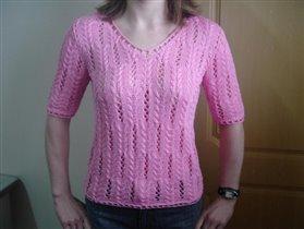 Розовая футболочка.