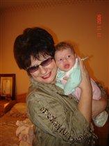 Анютка с бабушкой