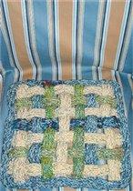 Связанная на шпуле подушка