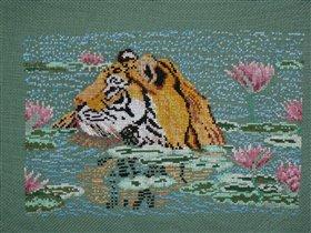 Тигр в лотосах