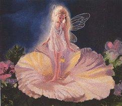 Девочка-ангелочек в цветочке Candamar