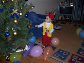 Новогодний сыночек в костюме гномика