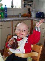 Вот так я САм!!! умею кушать.