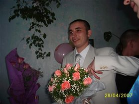 С букетом за невестой