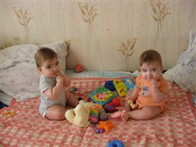 Севушке и Сенечке 8 месяцев