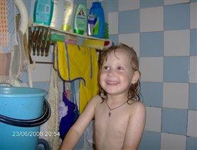 дочь в ванной