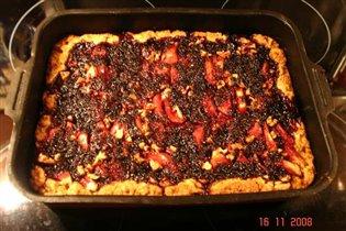 песочный пирог с яблоками, вареньем и орехами