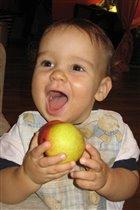 Яблочко на зубок