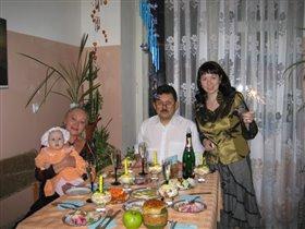 Дед Юра, бабушка Валя, мама Лена и Юличка