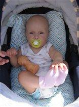 Илюша в коляске (июль 2005)