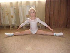 Юная гимнасточка)))