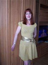 Платье из горчичной пряжи