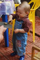Илья научился крутить гайки