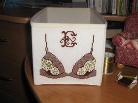 Икеевская коробочка, в которой храню белье.