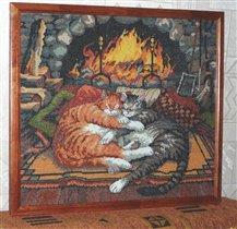 Кошки у камина