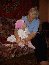 На бабулю я смотрю - как же я ее люблю!