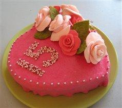 Мой первый торт с украшениями из мастики