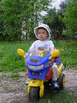 Травка зеленеет, мотоцикл блестит