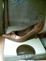 Пристраиваю туфли цвет бронза,размер 39,цена 1200 руб