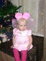 Моя маленькая бабочка под елочкой