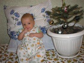 Пусть пока я лишь сижу - Быстрей елки я расту!