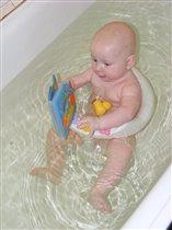 Читаем книжку в ванной :)