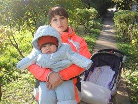 С мамой на  прогулке