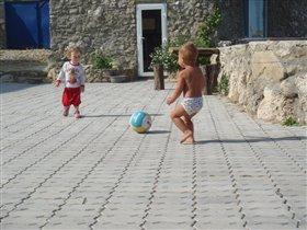 Утро в Крыму начиналось с футбола...