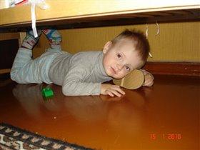 Елисей под кроватью....