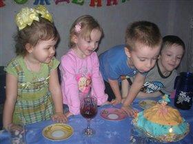 Вот такой торт, для моей куколки