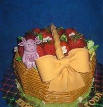 Торт Лунтик и Кузя на корзине с клубникой